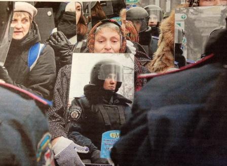 policia ucraniano ante espejo feb 14